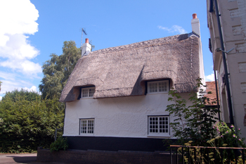 The Woburn Lane facade of Spinney Cottage July 2010