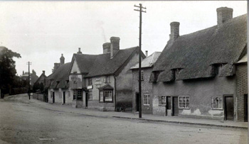 The Queens Head about 1920 [Z1306/19]