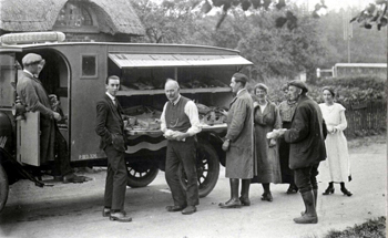 The MacFisheries van in Clophil on 12th October 1920 [Z50/31/37]