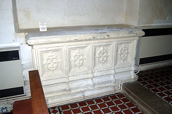 Tomb of Lady Jane Breraton July 2012