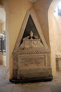 Memorial to Lady Anne de Grey August 2011
