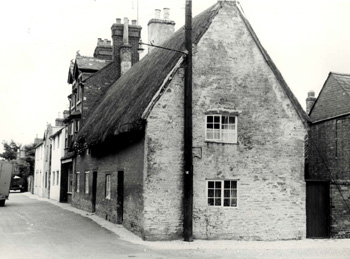 31 High Street and 1 Church Walk in 1962