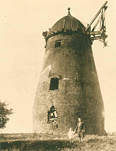 Houghton Conquest windmill in 1931