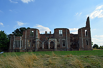 Houghton House north front August 2016