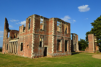 Houghton House south front and west side August 2016