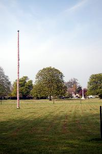 Ickwell maypole and war memorial April 2007