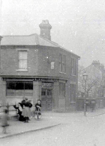 The Smith's Arms about 1900 [Z50/67/43]