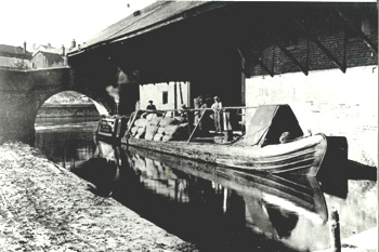 Canal Barge at Brantoms Wharf about 1900