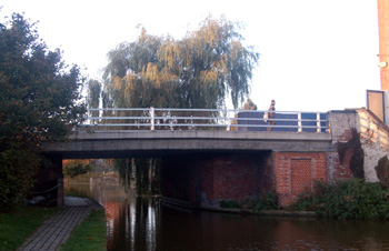 Leighton Road bridge over the canal October 2008