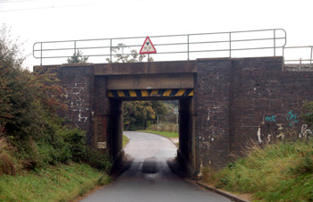 Old Linslade Road railway bridge October 2008