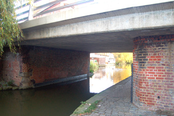 The original brick construction of the Leighton Road canal bridge October 2008