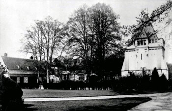 Old Warden Park courtyard and stable about 1900