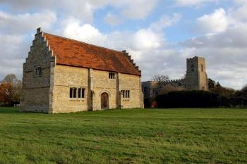 Willington stables with the church behind - November 2006